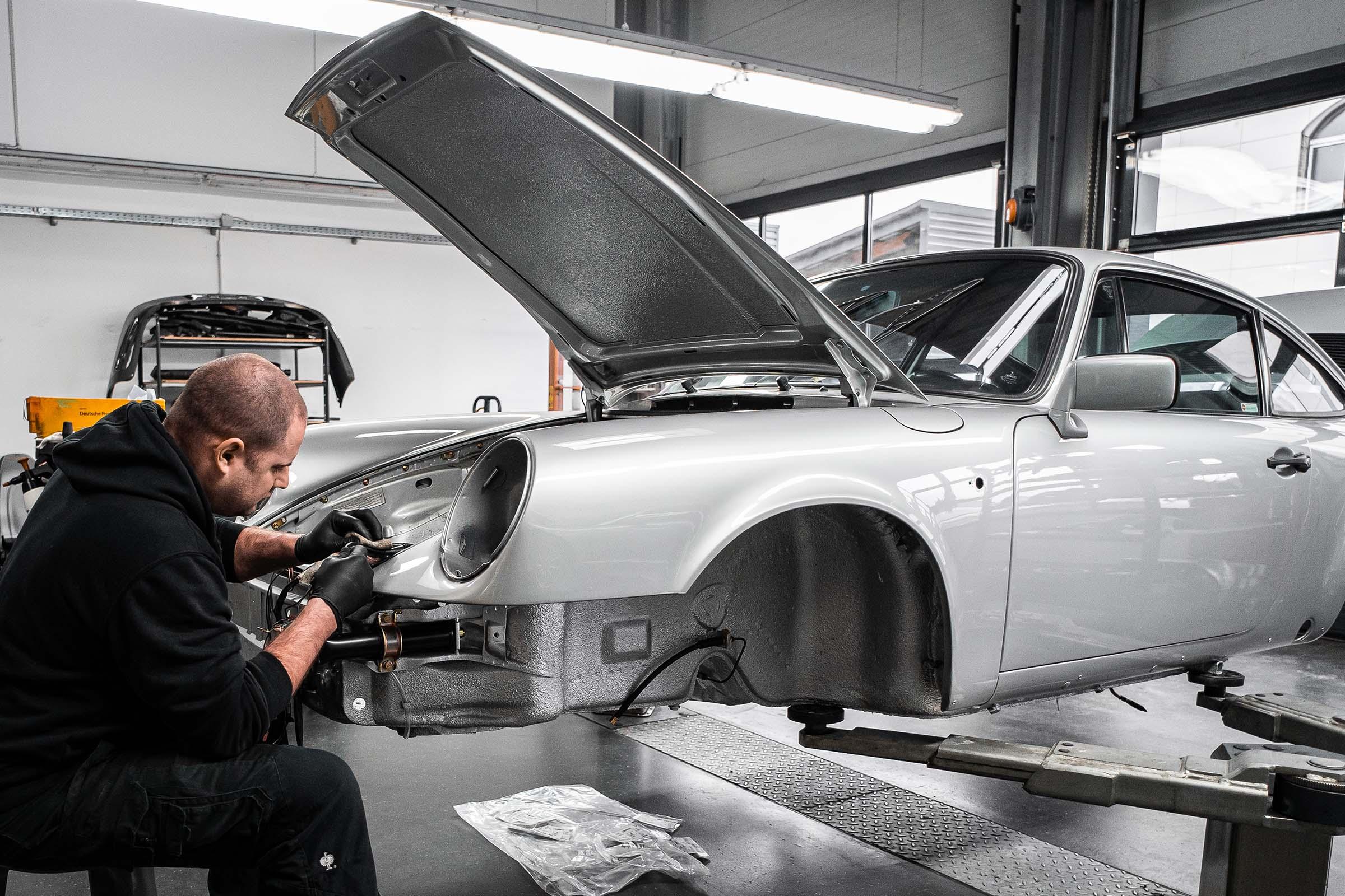 Dronia Porsche Werkstatt